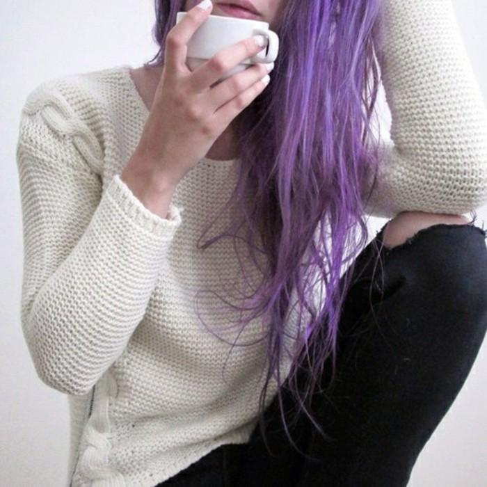 magnifique-coloration-claire-sur-cheveux-foncés-violet-magnifique