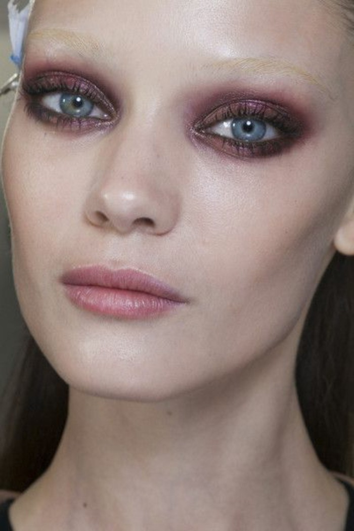 magnifique-maquillage-en-rose-fard-a-paupiere-yeux-bleus-comment-se-maquiller