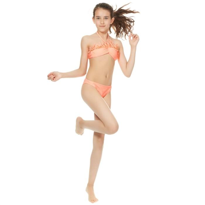 maillot-de-bain-fille-Kiabi-corail-deux-pieces-avec-le-haut-a-franges-resized