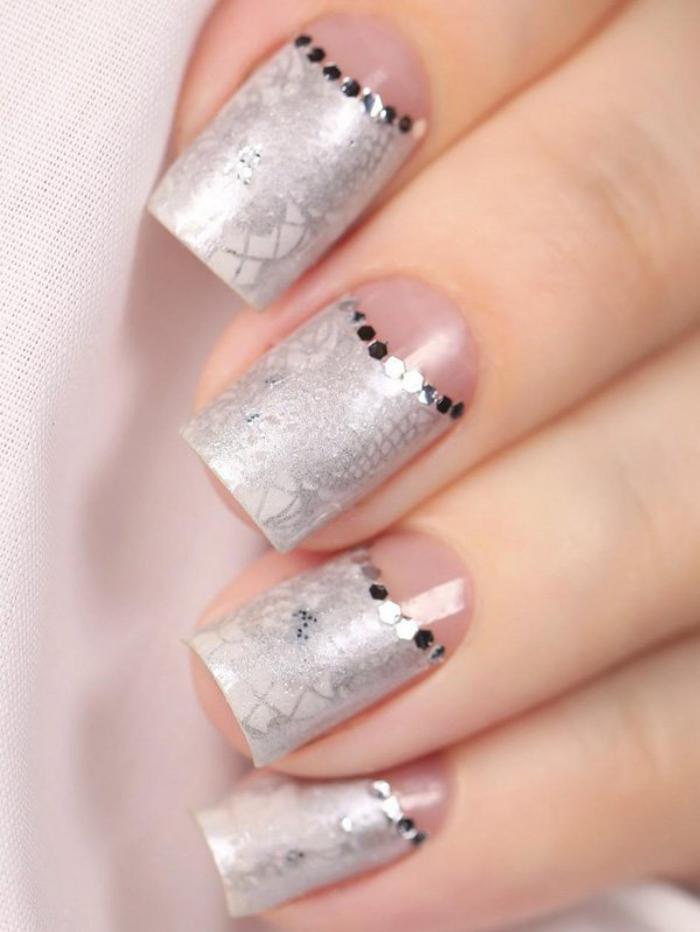 manucure-demi-lune-half-moon-nails-idée