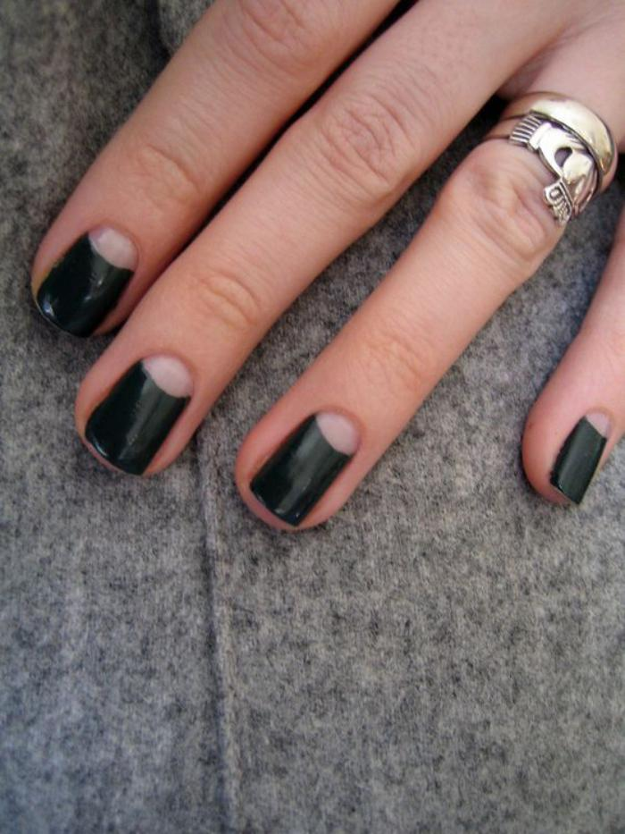 manucure-demi-lune-lunule-transparente-et-vernis-noir
