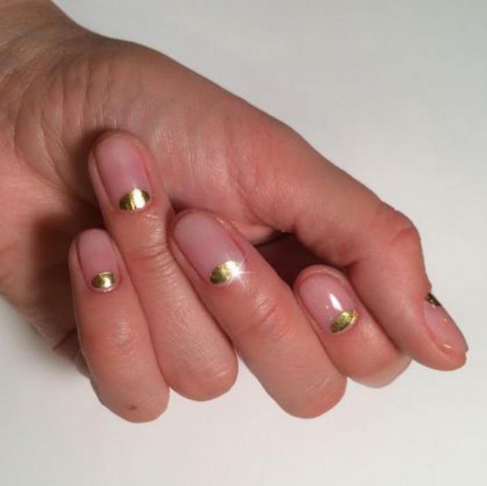manucure-demi-lune-nail-art-facile