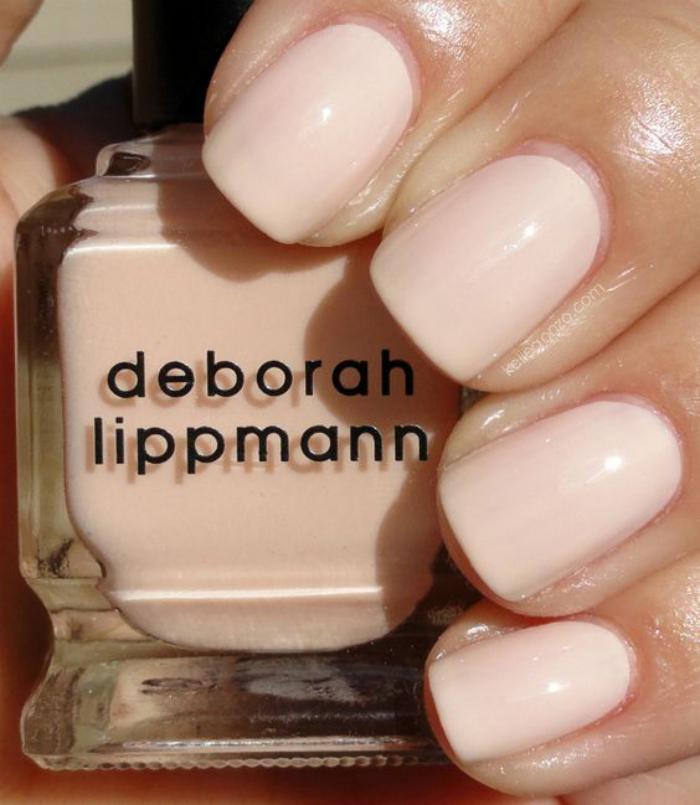 manucure-en-couleur-nude-clair-idée-déco-nails