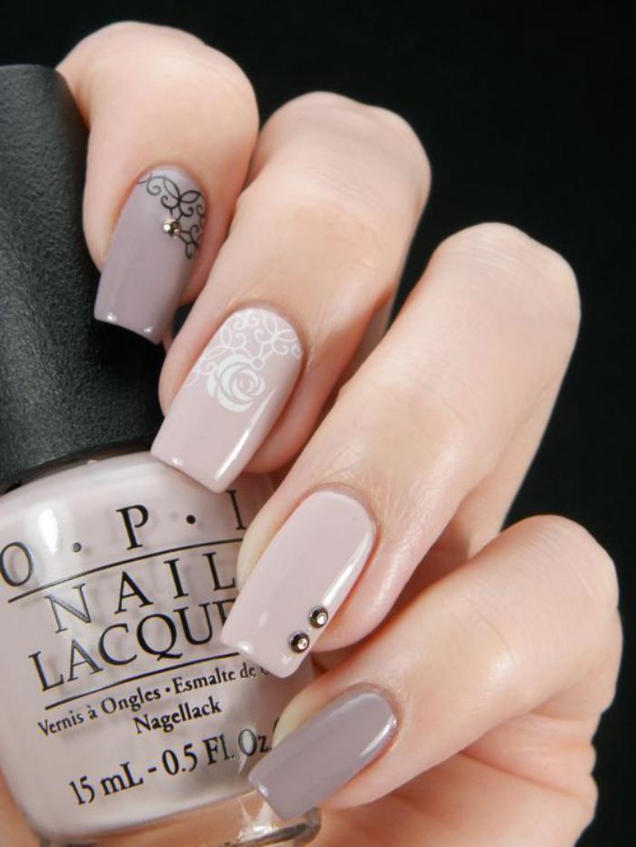 manucure-en-couleur-nude-nail-art-élégant
