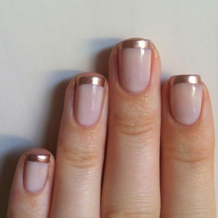manucure-en-couleur-nude-french-manucure-nude-et-doré