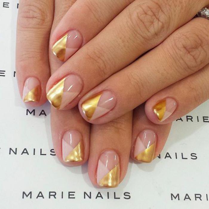 manucure-en-couleur-nude-nail-art-au-scotch-nude-et-or