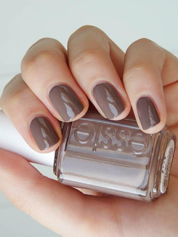 manucure-en-couleur-nude-nail-art-couleur-taupe-sombre