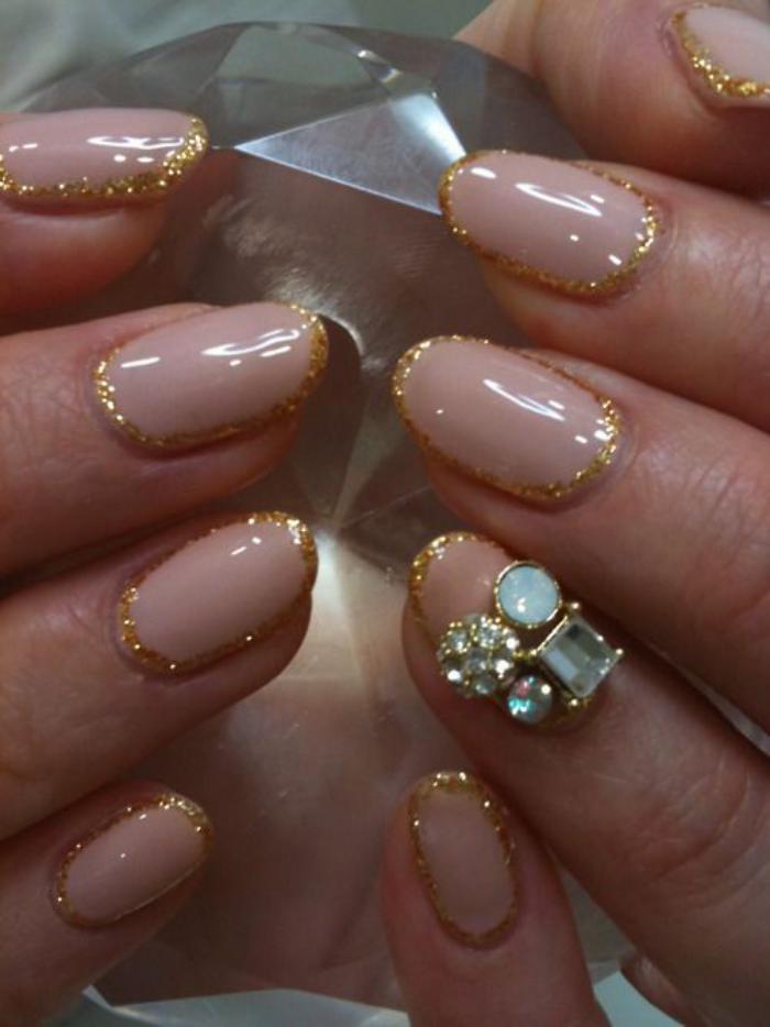 manucure-en-couleur-nude-nail-art-splendide-bijoux-pour-ongles