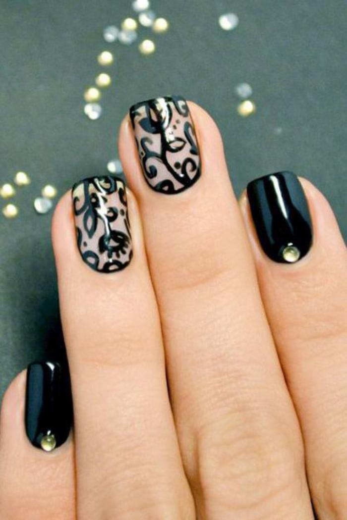 manucure-en-couleur-nude-nail-art-stylé-noir-et-nude-motifs-floraux