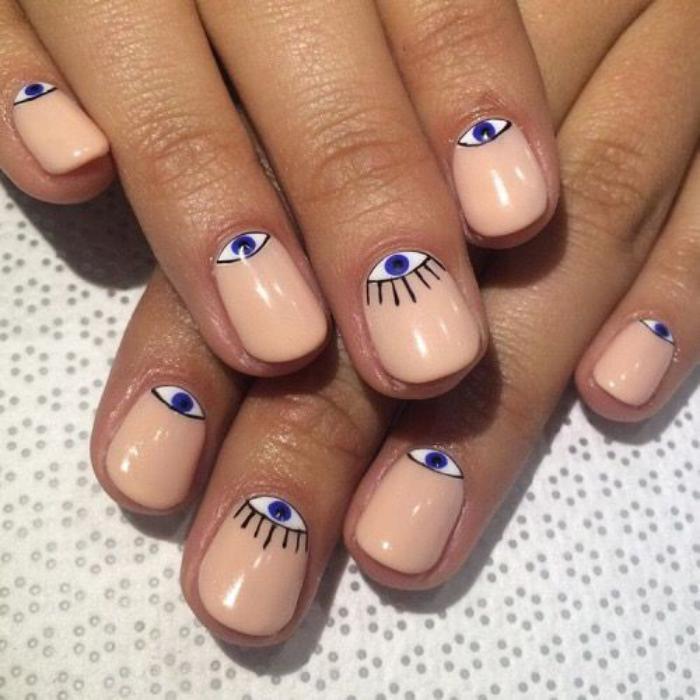 manucure-en-couleur-nude-nail-art-pour-ongles-courts