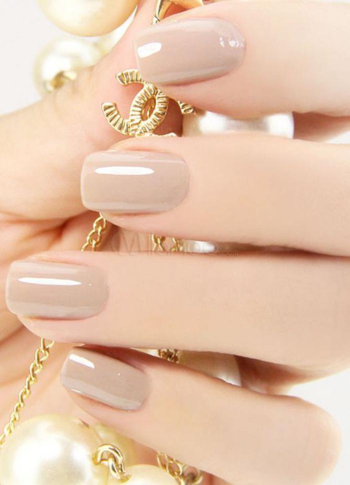 manucure-en-couleur-nude-ongles-élégants-pour-tous-les-jours