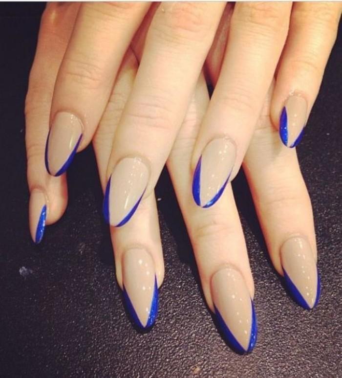 manucure-en-couleur-nude-ongles-longs-nail-art-en-bleu-et-nude