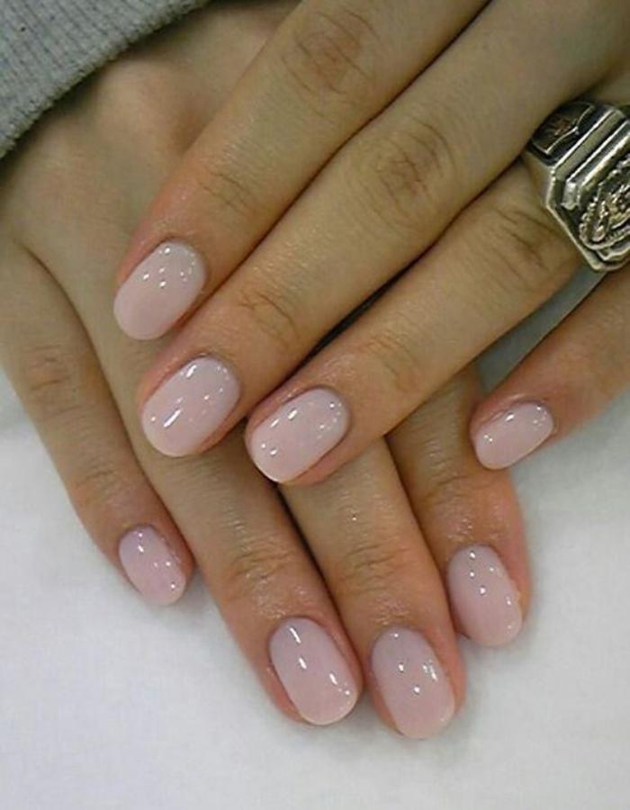 manucure-en-couleur-nude-ongles-roses-nudes-élégants