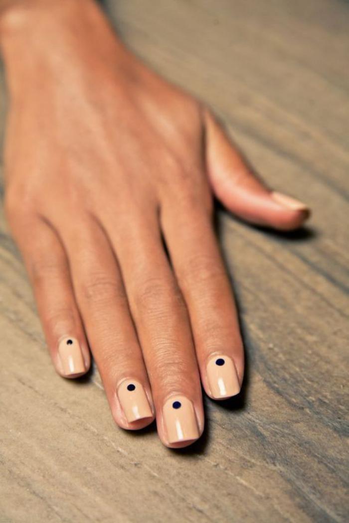 manucure-en-couleur-nude-simple-et-original