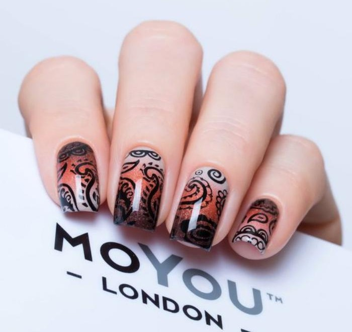manucure-graffiti-estampes-pour-ongles-originales