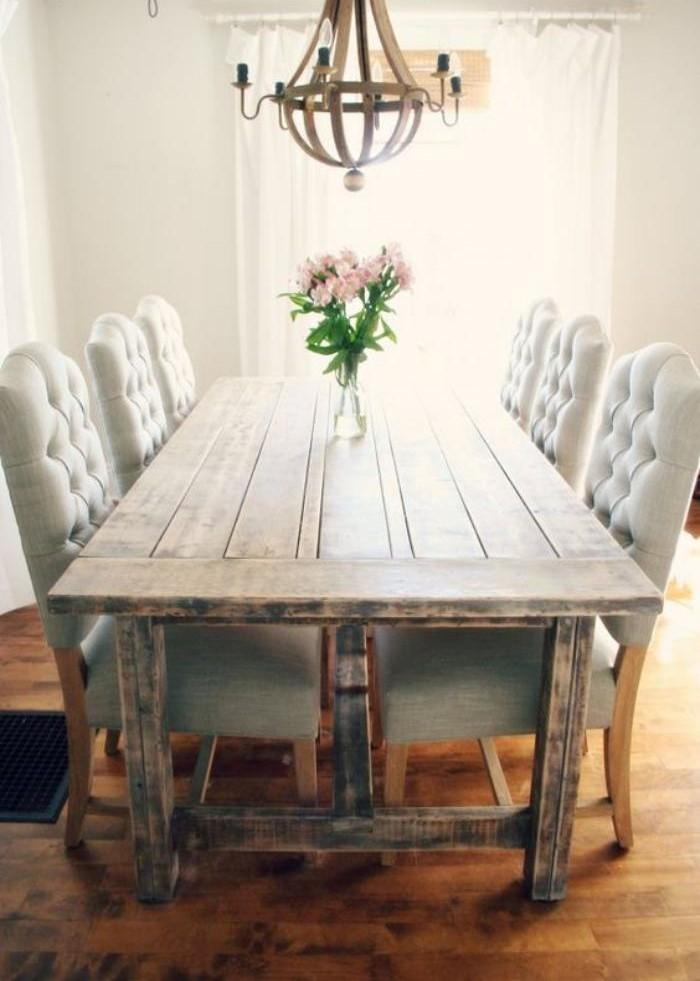 meubles-shabby-chic-grandes-chaises-capitonnées-table-à-manger