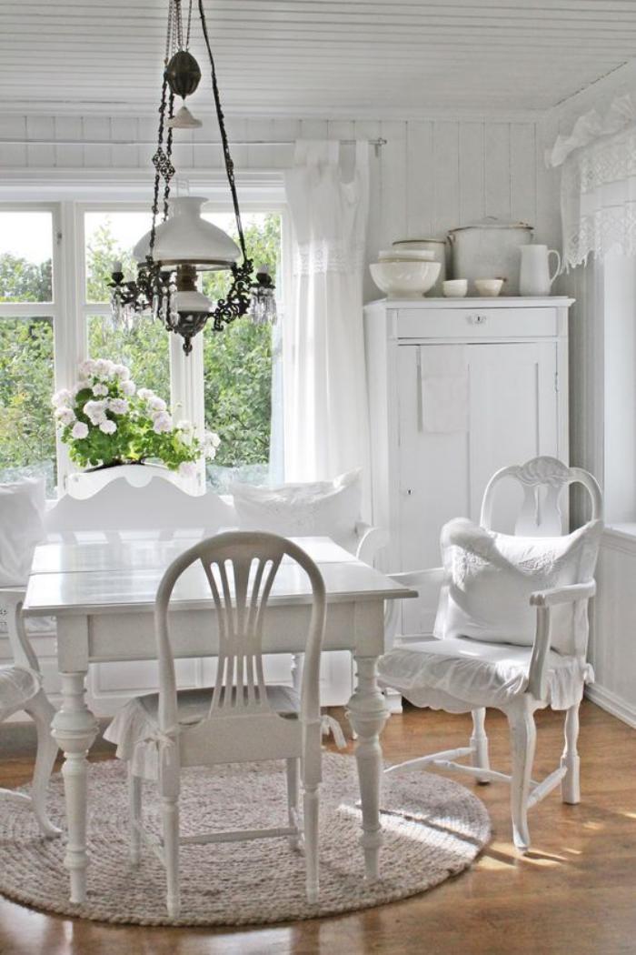 meubles-shabby-chic-salle-à-manger-déco-blanche