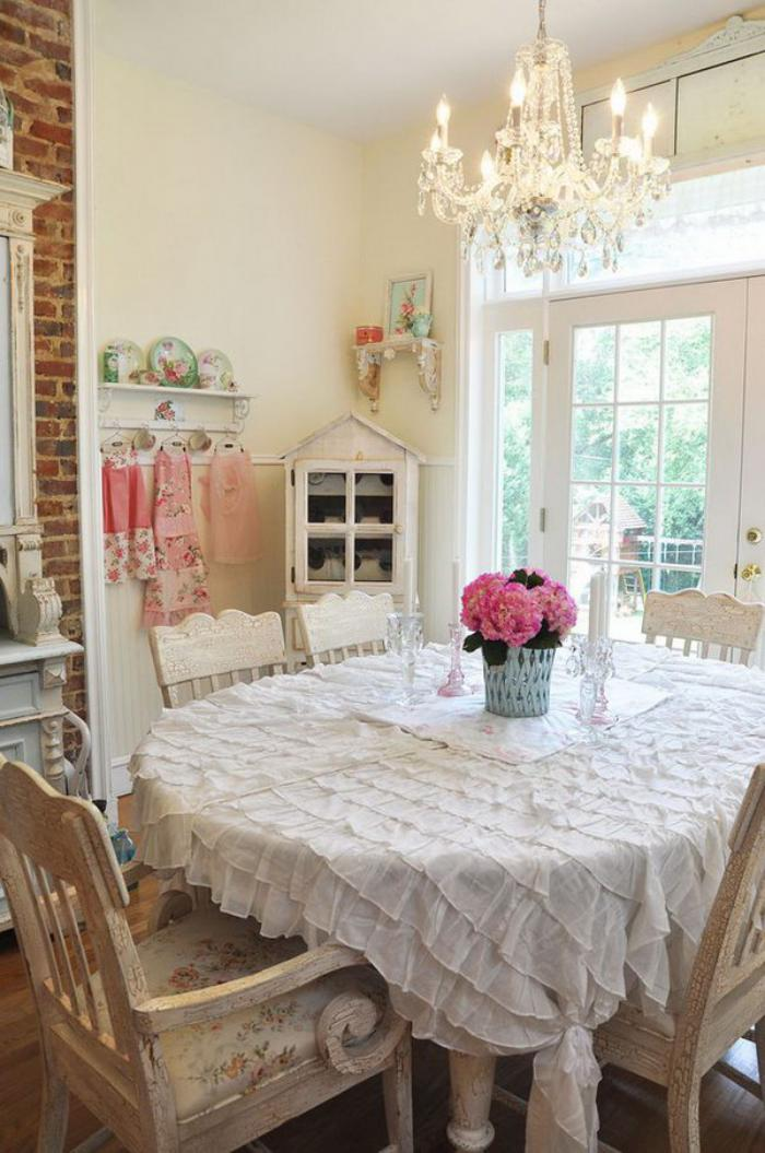 meubles-shabby-chic-shabby-chic-meubles-table-ronde-nappe-blanche