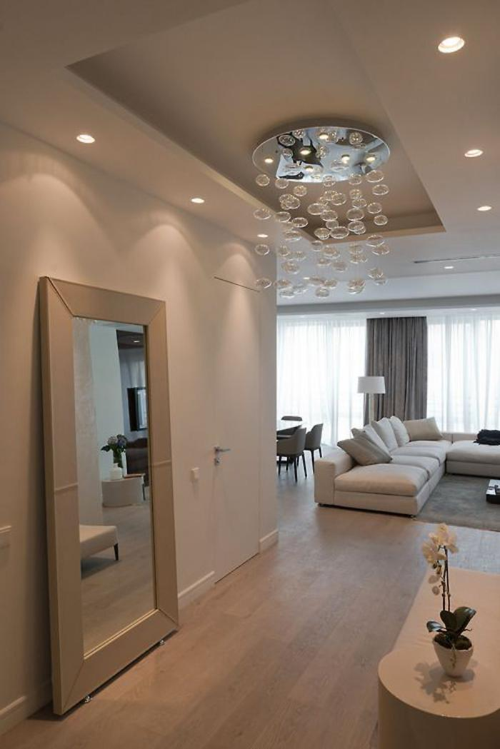 miroir-design-appartement-moderne-miroir-en-couleur-crème
