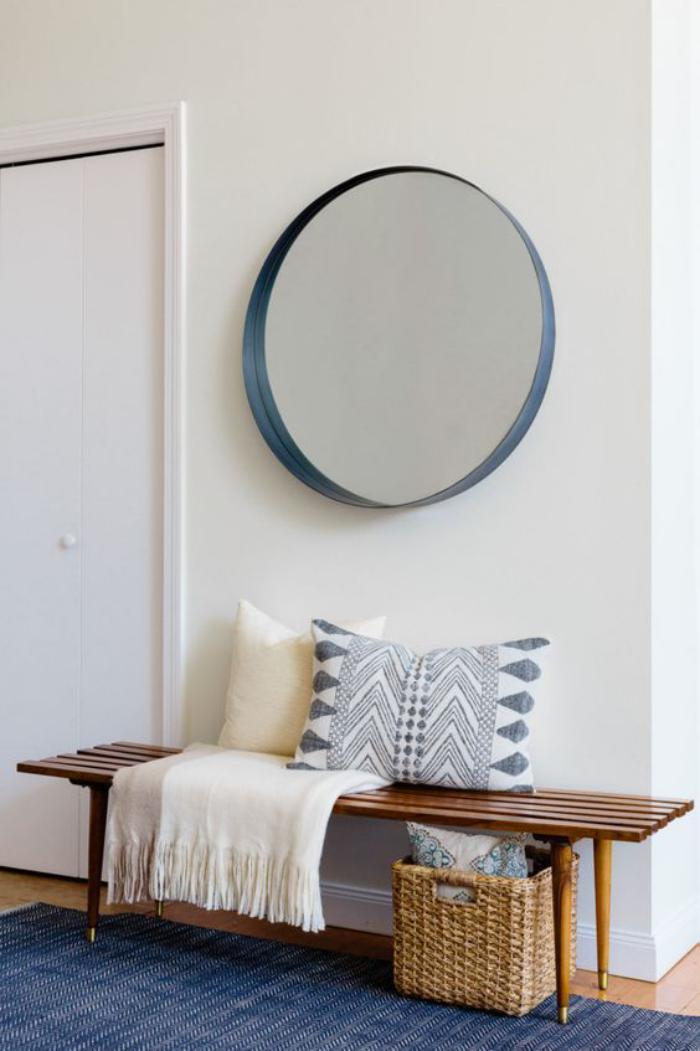 miroir-design-entrée-avec-banquette-et-miroir