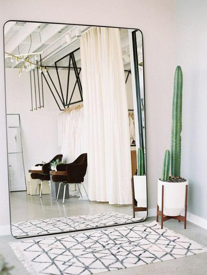 miroir-design-grand-miroir-pour-l'intérieur-collé-au-mur