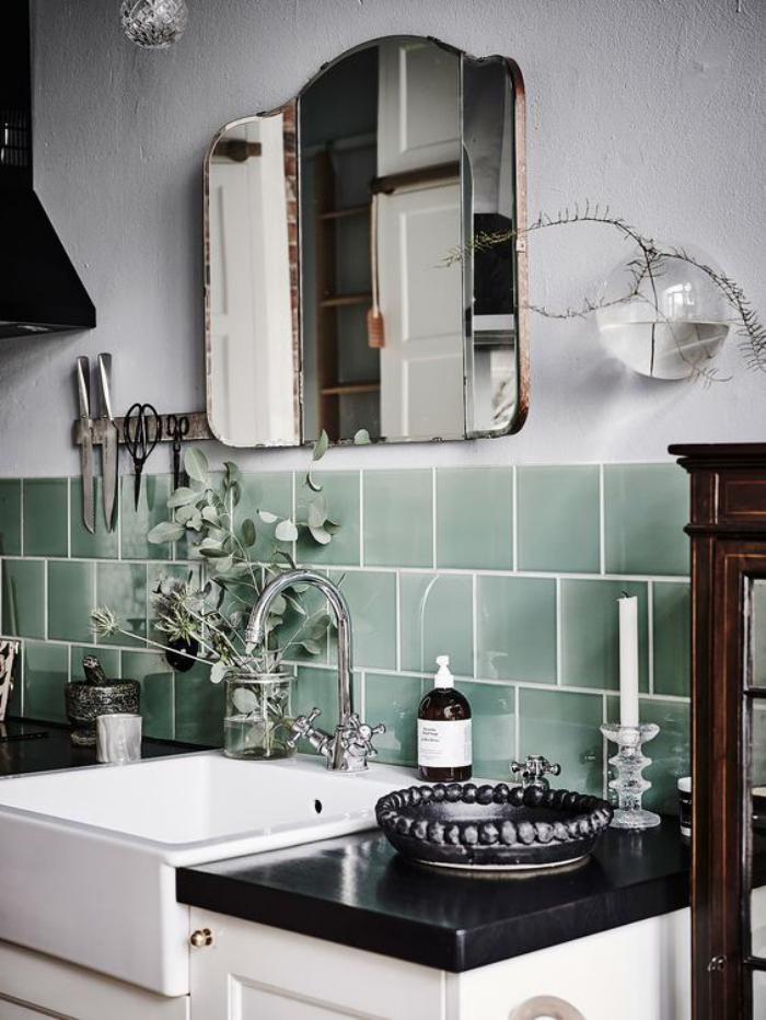 miroir-design-miroir-de-trois-parties-carrelage-vert