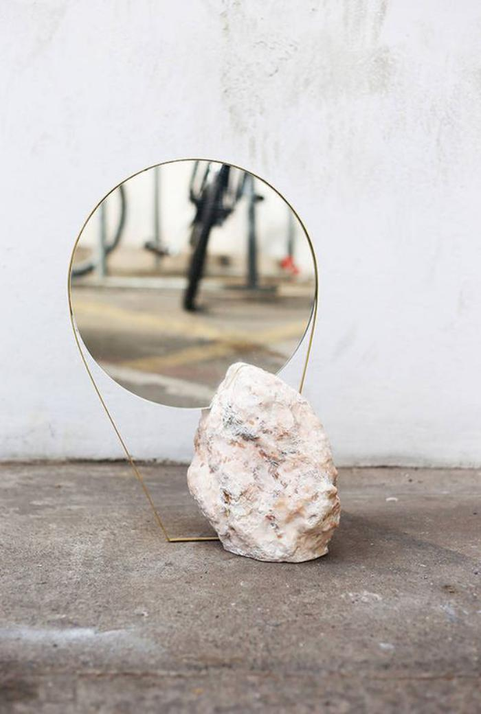 miroir-design-miroir-rond-original-et-pierre-blanche