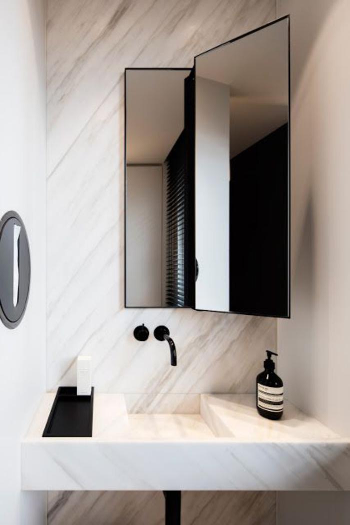 miroir-design-original-miroir-rectangulaire-de-salle-de-bain