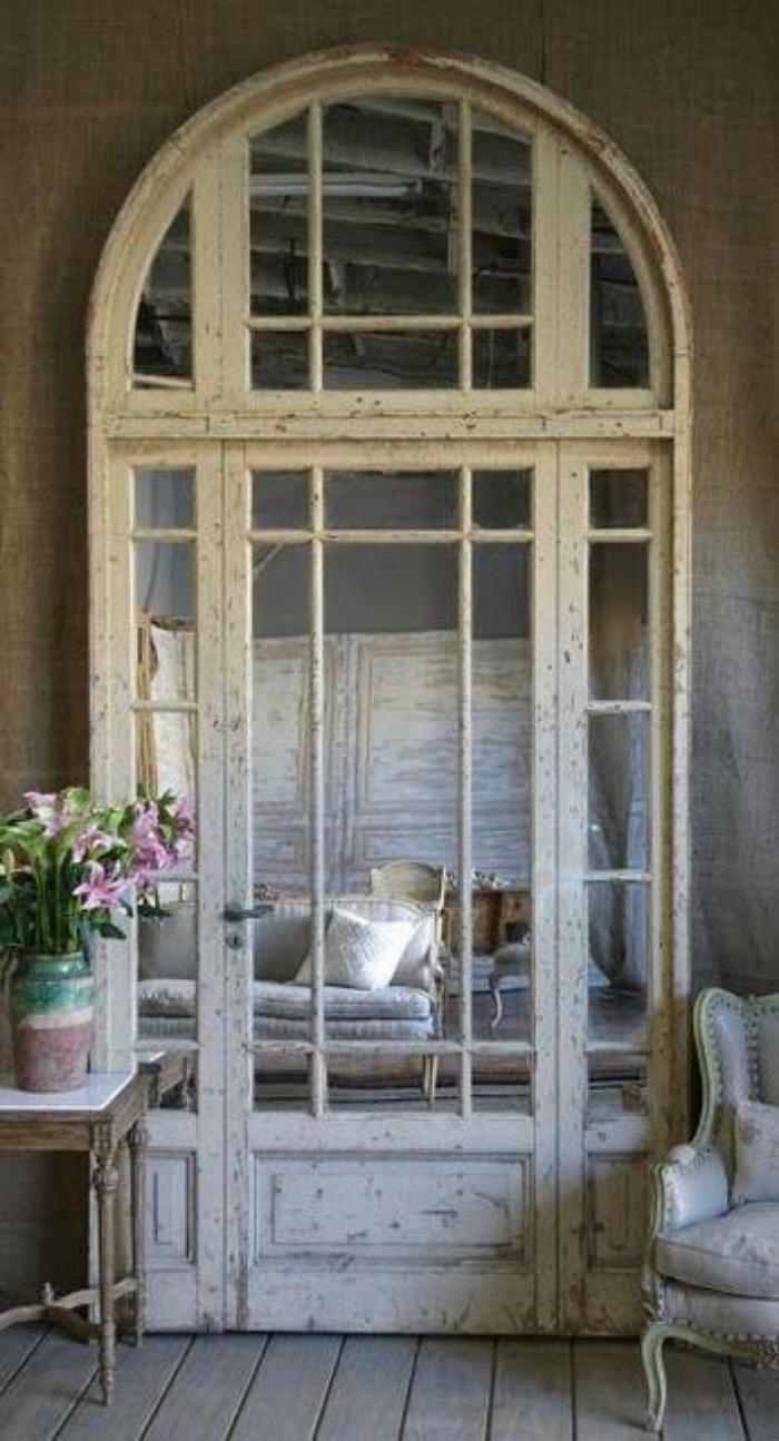 miroir-fenêtre-arc-bois-blanc-décoration-shabby-chic