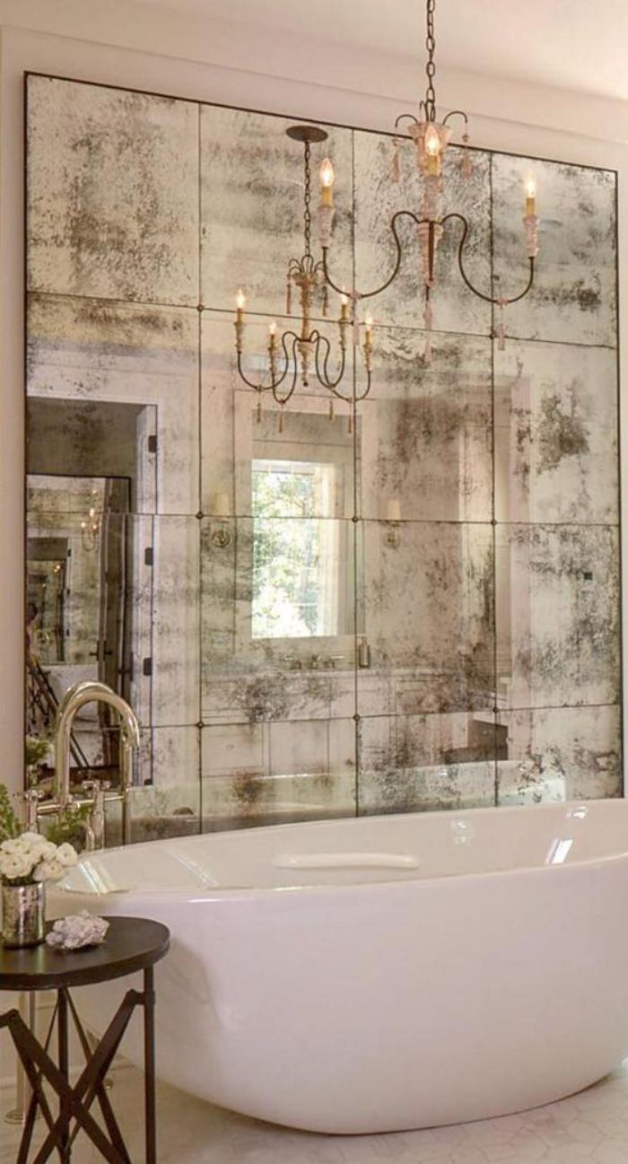miroir-fenêtre-dans-la-salle-de-bains-design-rectangulaire