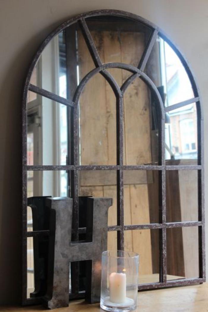 miroir-fenêtre-et-déco-avec-lettre-métallique
