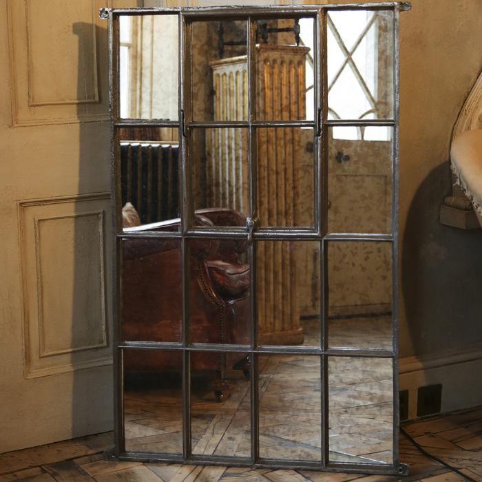 miroir-fenêtre-miroir-fenetre-fer-forgé-et-fauteuil-en-cuir-marron