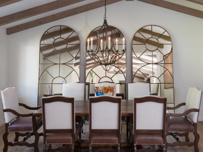miroir-fenêtre-trois-grands-fenêtres-miroirs-salle-à-manger