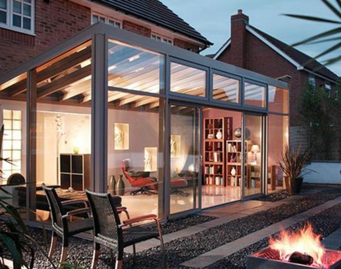 modele-de-veranda-moderne-qui-accentue-le-design-moderne-de-la-maison-ambiance-romantique