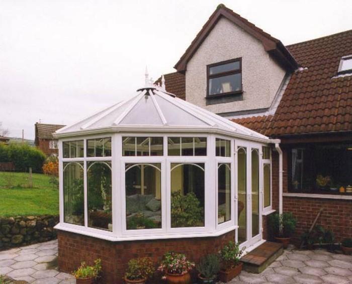 modele-de-veranda-victorienne-traditionnelle-petite-veranda-très-sympa-adaptable-à-n-importe-quelle-maison