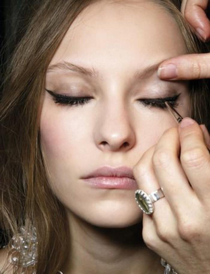 modele-maquillage-technique-de-maquillage-yeux-marrons