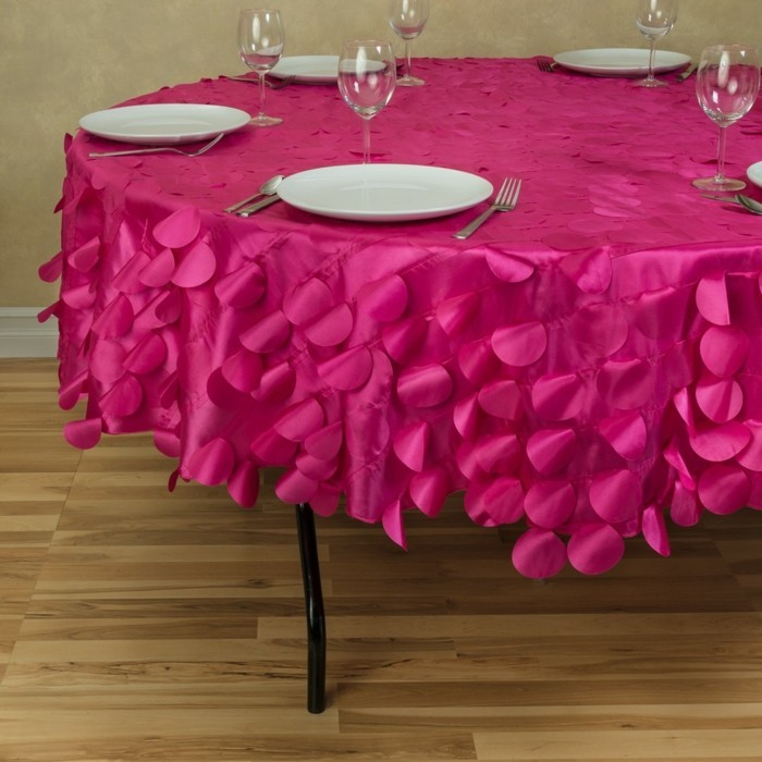 nappe table ronde conseils id es et exemples de d coration en 71 photos. Black Bedroom Furniture Sets. Home Design Ideas