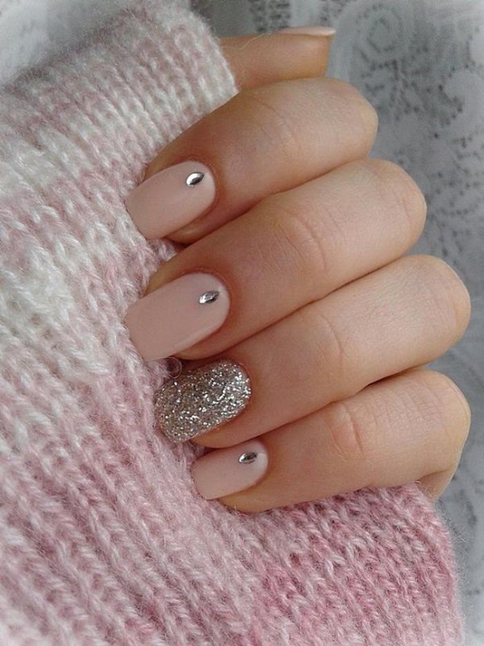manucure-en-couleur-nude-joli-nail-art-neutre