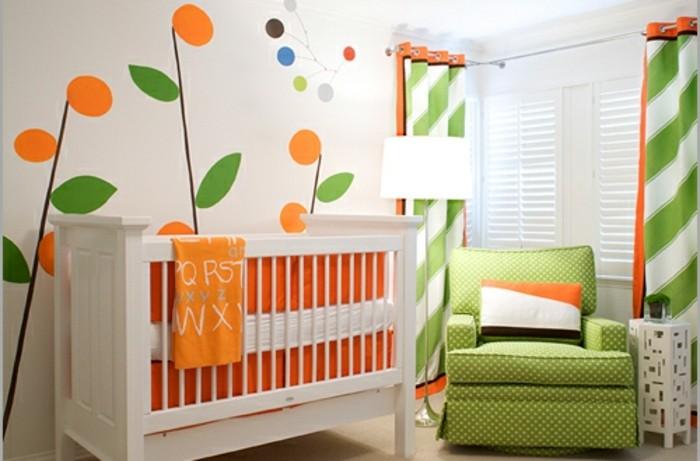 peinture-chambre-bébé-à-motifs-floraux-sur-un-fond-blanc-idee-deco-chambre-bebe-fille-en-blanc-vert-et-orange
