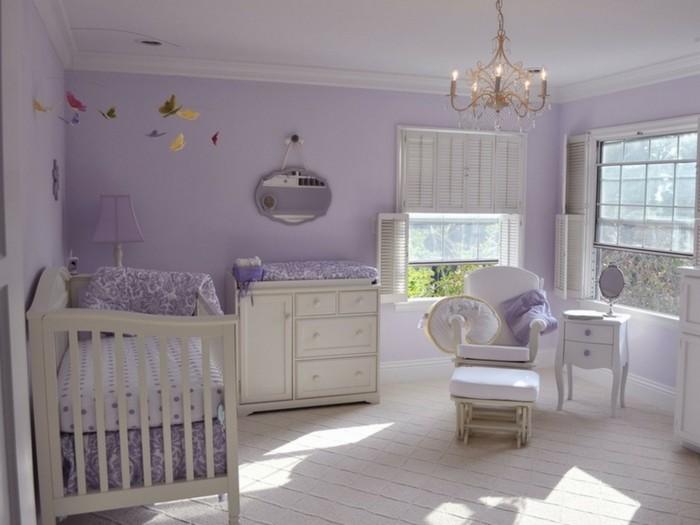 peinture-chambre-bébé-violette-meubles-blancs-une-chambre-très-élégante