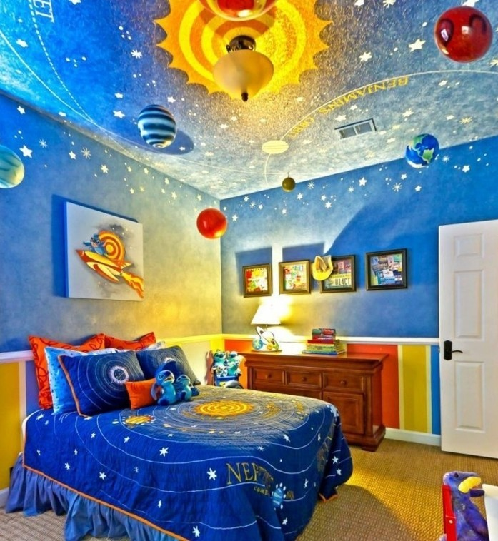peinture-chambre-enfant-bleue-sur-le-thème-du-cosmos-idee-deco-chambre-garcon