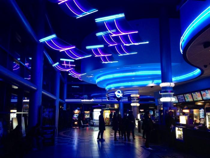 peinture-phosphorescente-leroy-merlin-lampe-néon