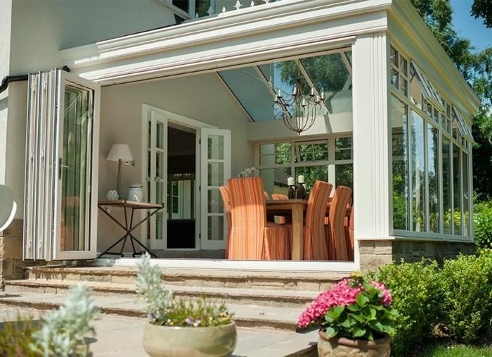 petiite-veranda-moderne-aménagé-comme-une-salle-à-manger-modele-de-veranda-PVC-toit-veranda-en-verre