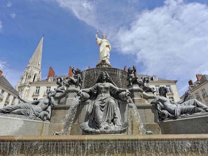 que-voir-à-nantes-fontaine-place-royale