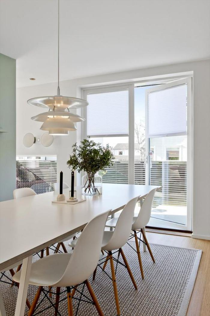 salle-à-manger-scandinave-à-plan-ouvert-appartement-lumineux
