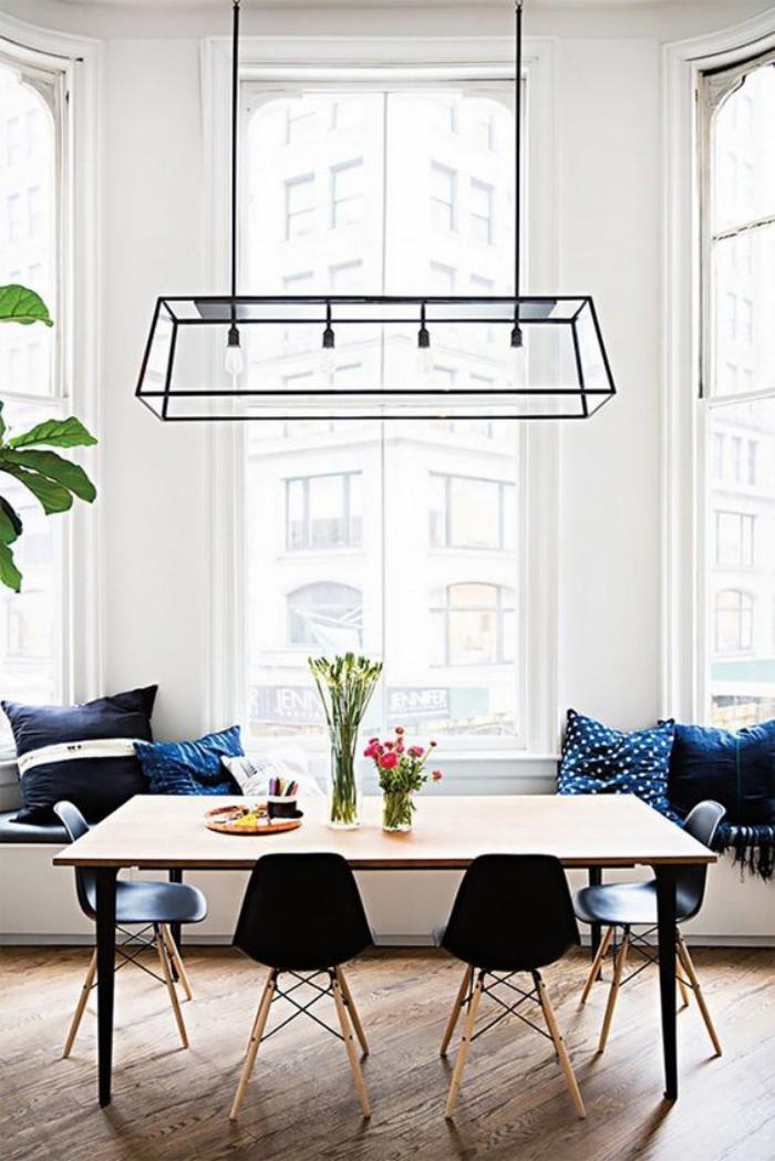 salle-à-manger-scandinave-chaises-noires-design-scandinave