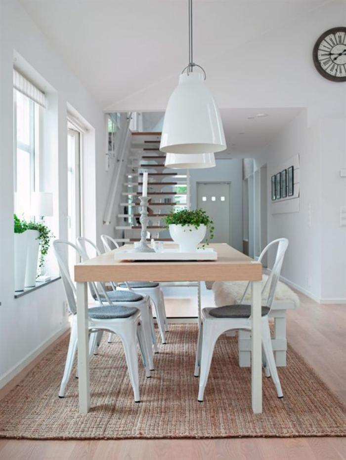 salle-à-manger-scandinave-grande-table-design-scandinave-tapis-en-jute