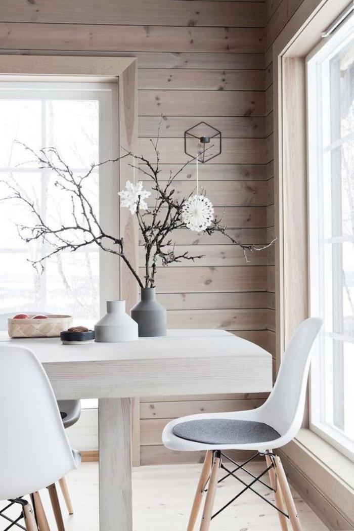 salle-à-manger-scandinave-revêtement-mural-bois