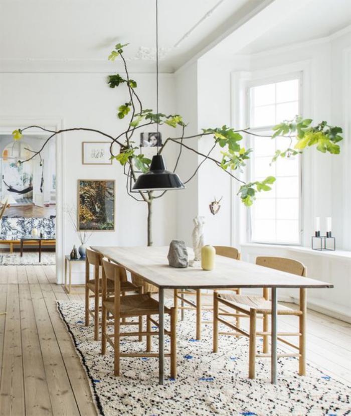 salle-à-manger-scandinave-sol-en-planches-de-bois-déco-plante-verte