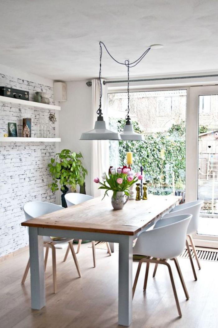 salle-à-manger-scandinave-suspensions-style-industriel-chaises-style-scandinave